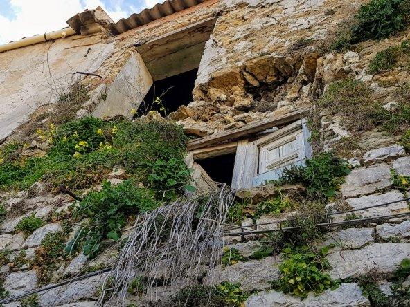 window frame to 1 euro house italy