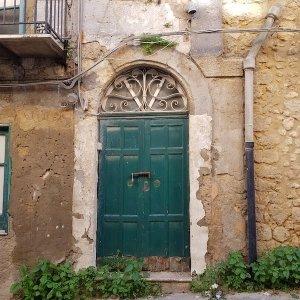 door in cammarata italy